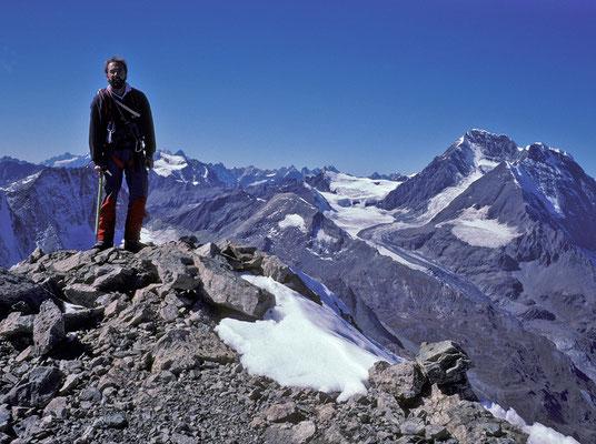 auf dem Gipfel der Bec Epicoune, im Hintergrund Grand Combin  (1989)