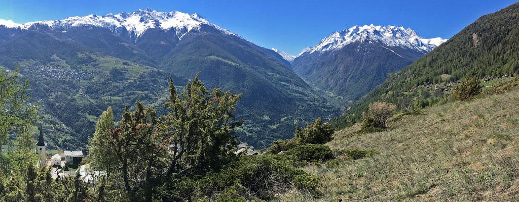 Panoramaaufnahme vom Aussichtspunkt Biel oberhalb Zeneggen (von Osten über Süden nach Südwesten)