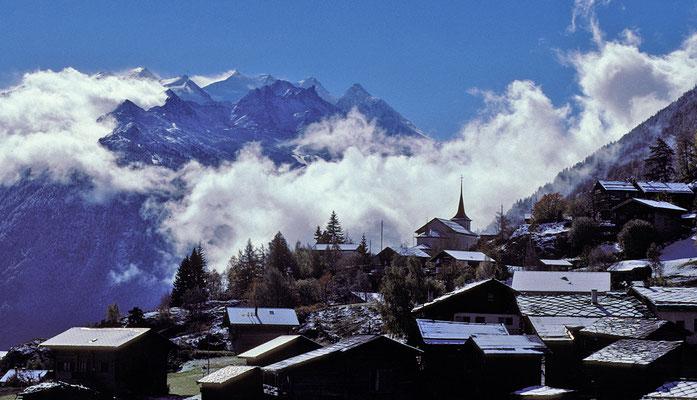 Zeneggen mit Mischabelgruppe / Walliser Alpen (Herbststimmung)