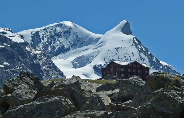 Fluealpe (Zermatt) mit Strahlhorn und Adlerhorn
