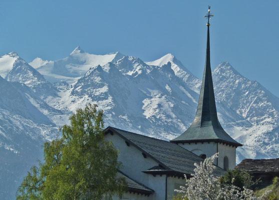 Pfarrkirche mit Mischabelgruppe