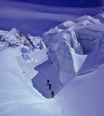 Durchfahrung Zwillingsgletscherbruch bei Abfahrt vom Castor (Zermatt, Walliser Alpen)