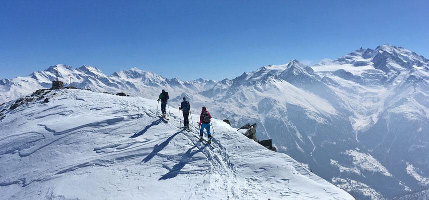 Die letzten Meter zum Gipfel des Augstbordhorns / Walliser Alpen (mein Ski-Hausberg)
