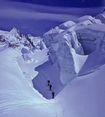 im Zwillingsgletscherbruch anlässlich Skiabfahrt vom Castor (1986)