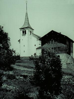 Pfarrkirche mit ehemaligem Schulhaus (historische Fotos aus Stebler's Alpinmonografie von 1921)