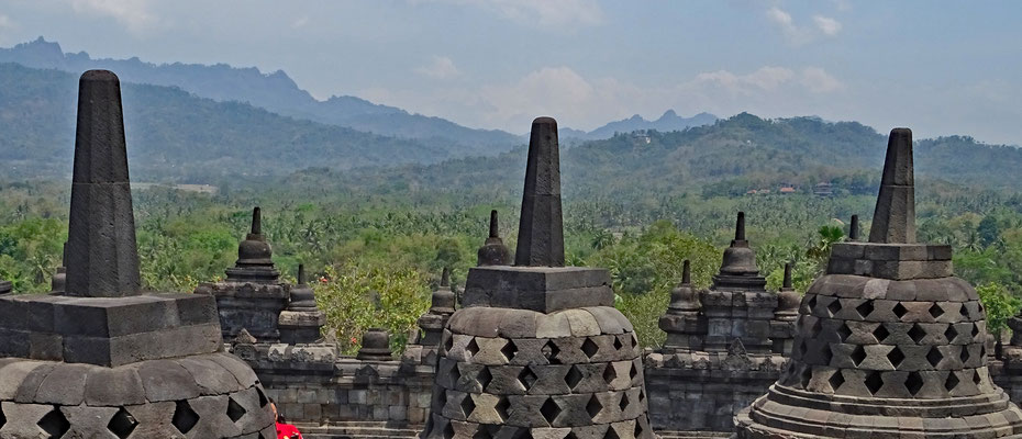 Borobudur (Buddhist temple / Java)