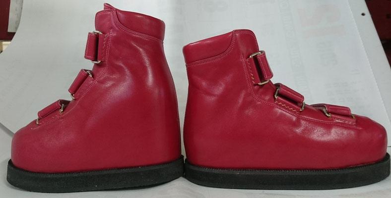 上の靴型に合わせて製作