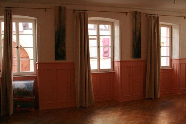 """Große alte Fenster im movedo® und Rücken Qi Gong Kursraum des """"Vis á vis"""""""