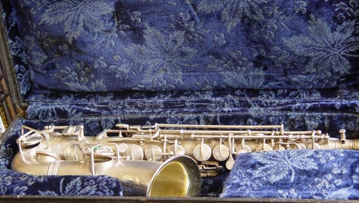 Altsaxophon Frank Holton in originalem Stilkoffer