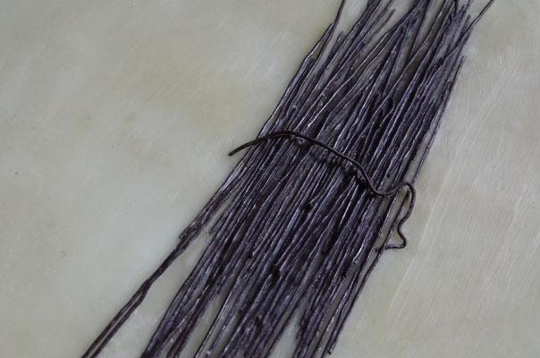 針金と蝋を素材とした作品(部分)