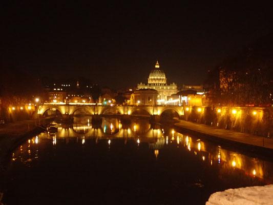 夜のローマ
