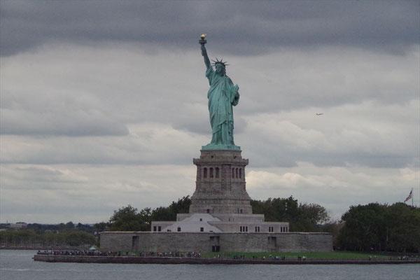 フェリーから見える自由の女神像