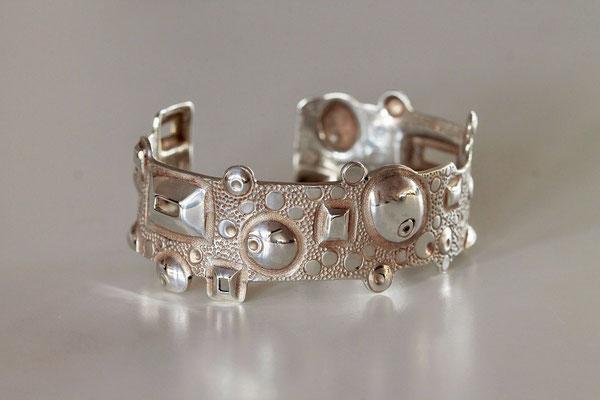 Bracelet Composition en argent ciselé