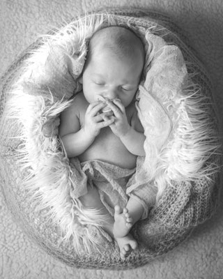 photographe bébé var www.akilianebonuphotographe.net