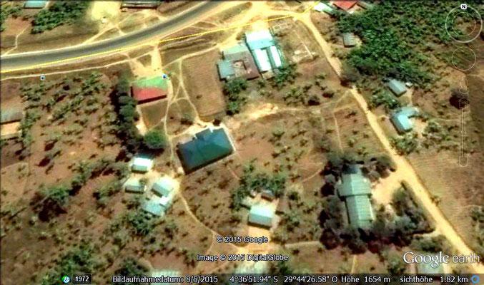 Satelitenbild links oben das rote Gebäude ist alt und das grüne Gebäude die neue Station.