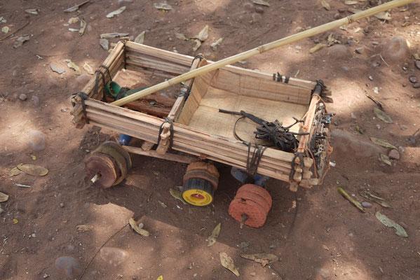 Kinder bleiben kreativ und basteln sich ihr Spielzeug selbst