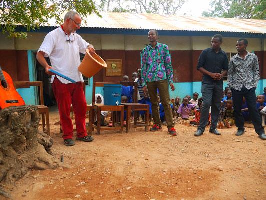 Partnerschaft  Waldhofschule Templin mit der Grundschule Bugamba