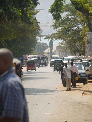 die pulsierende Hauptstraße in der Regionalhauptstadt Kigoma