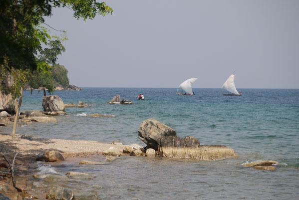 am Vormittag kommen die Boote vom Fischfang zurück