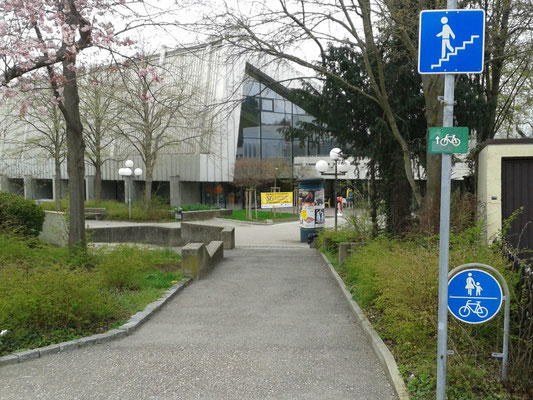 Radweg zum Hallenbad