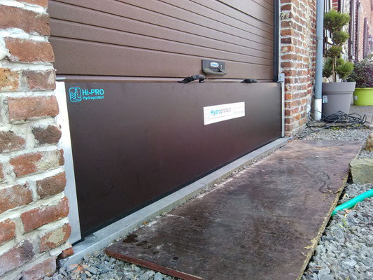 Barrière anti inondations bâtiment ,le joint horizontal du palplanche  épouse parfaitement le seuil