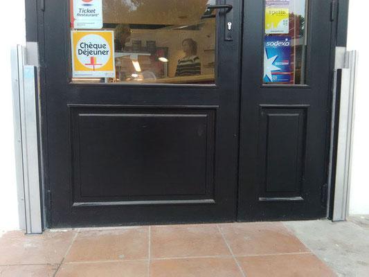 Protection contre les crues Montpellier - Porte d'entrée du local commercial, avant placement de la barrière anti inondations