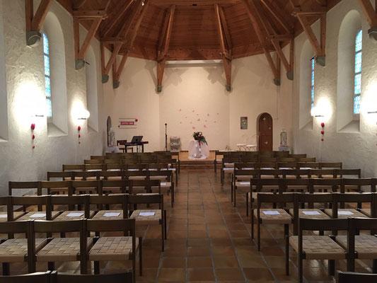 Geschmückte Kapelle für eine Hochzeit