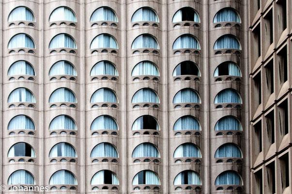 Augen in der Haus Fassade