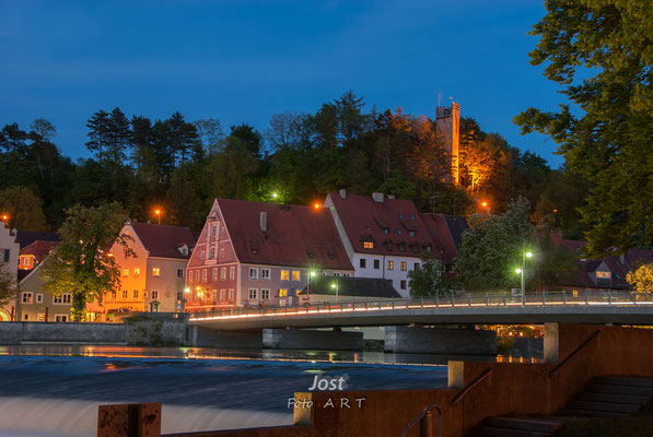 Nächtliche Stadtansicht Landsberg mit Katharinenwehr