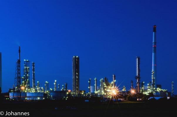 Raffinerie bei Nacht - Meldorf Heide
