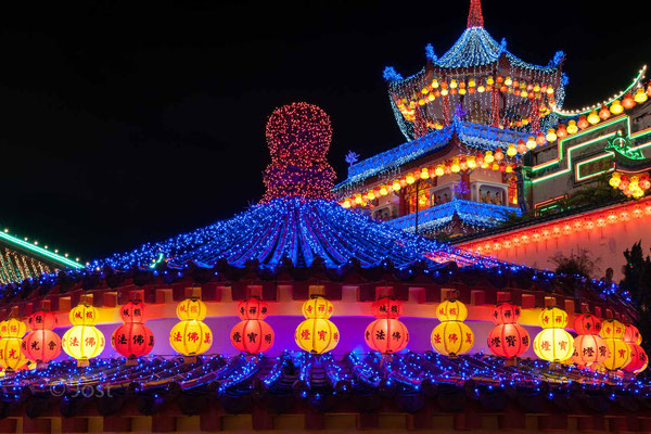 Kek Lok Si illuminated