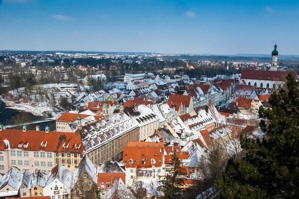 winterliche Dächer über Landsberg