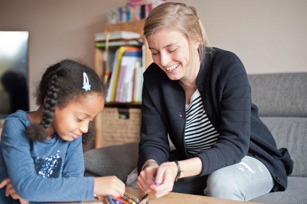 """Sarah Haurand, Mitarbeiterin im Fachdienst Pflegekinder: """"Wichtig ist uns der enge Kontakt zu den Familien, mit denen wir die wichtigsten Schritte gemeinsam gehen."""""""