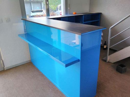 Eingangstheke blau hochglanz