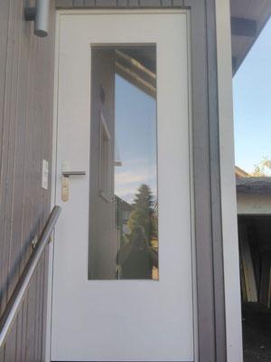 Türe in Windfang mit Einhängedoppel aus Wasserfestem MDF