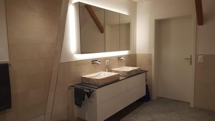 Badmöbel mit Spiegelschrank grifflos