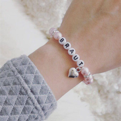 Bei SR Jewelry findest du dein Perlenarmband für deine Hochzeit. Zarte Armbänder. Große Auswahl an Armschmuck mit Strass und Perlen für deine Hochzeit.  Perlenarmband mit Text.