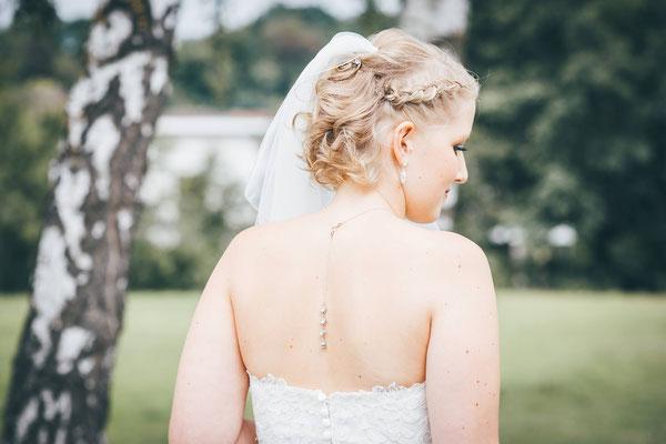 Ketten für die Braut mit Perlen und Strasselementen