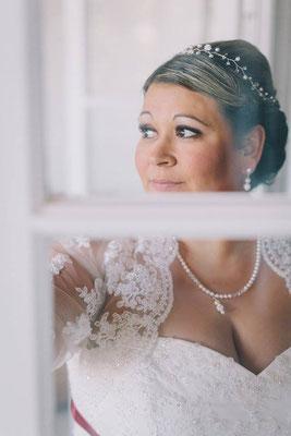 Ohrschmuck, Ohrhänger und Ohrstecker hängend mit Perlen und Strass für deine Hochzeit.