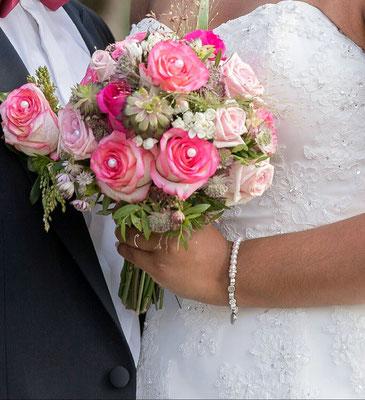 Armbänder mit Perlen für die Braut