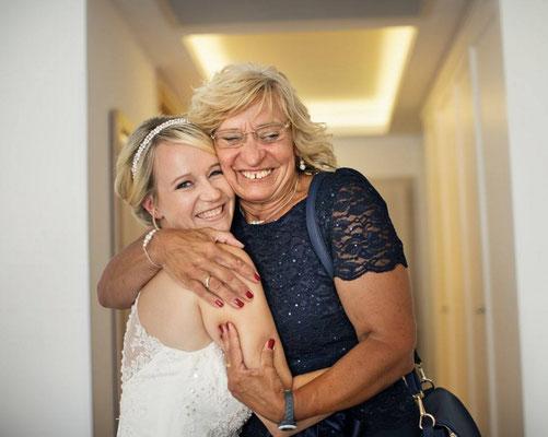 Braut Ohrringe günstig online kaufen bei SR Jewelry. Ohrschmuck, Ohrhänger und Ohrstecker mit Perlen und Strass für deine Hochzeit.