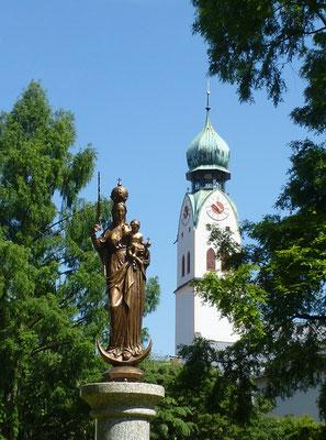 Nikolauskirche vom Riedergarten aus gesehen