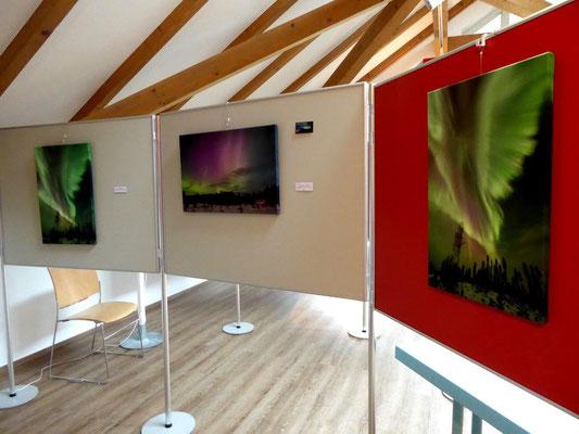 Blick in den Ausstellungsraum - die Nordlichtbilder
