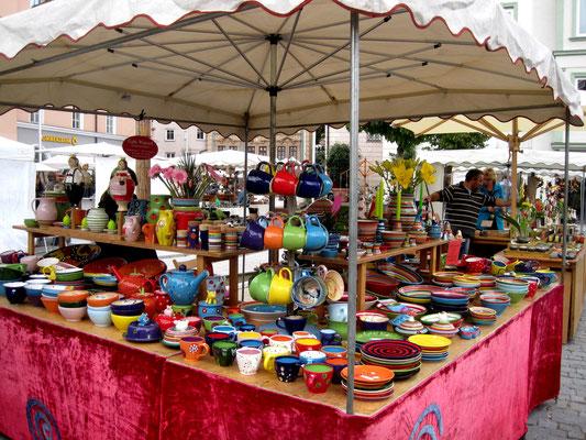 Bunter Töpfermarkt im Herbst