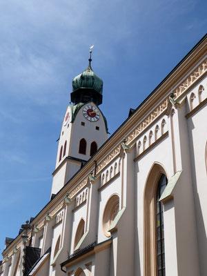 Nikolauskirche, sie wurde vor einigen Jahren aufgrund von Statikproblemen (Innsandgrund) aufwändig generalsaniert