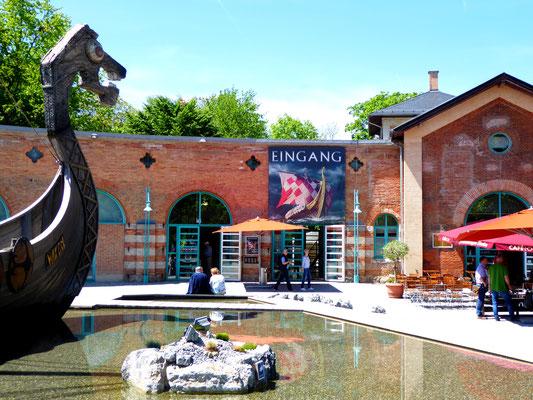 Lokschuppen, eines der besten Museumshäuser in Deutschland (leider mit horrenden Eintrittspreisen), im Moment läuft die Wikingerausstellung