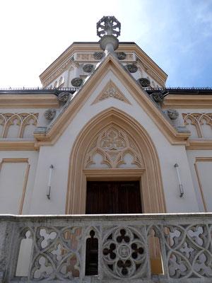 Nikolauskirche, das Innere der Kirche besticht durch ihre schlichte Eleganz