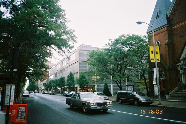 北西側外観 1階は店舗 外壁ステンレス生板 柱梁コンクリート