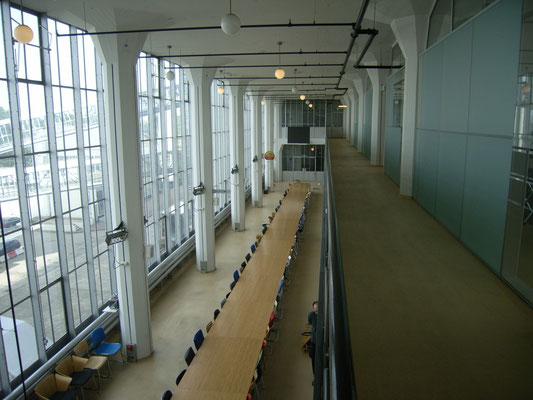 珈琲棟3,4階吹き抜け部分.1995年迄焙煎機室。現在はデザイン事務所