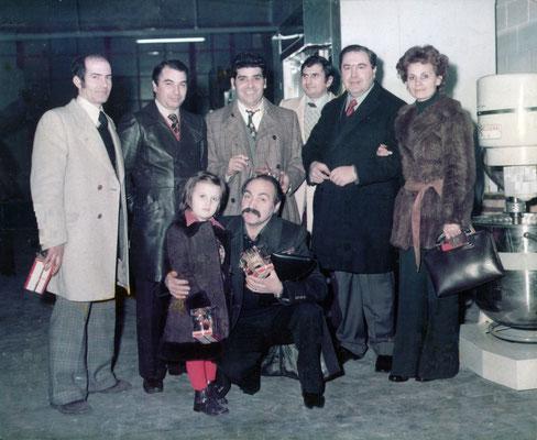 Foto di gruppo in occasione dell'inaugurazione della Conca D'Oro il terzo in piedi partendo da sinistra è Cioli Lino fondatore della 3 Pini alle sue spalle il Sig. Pini Rino, il suo maestro.